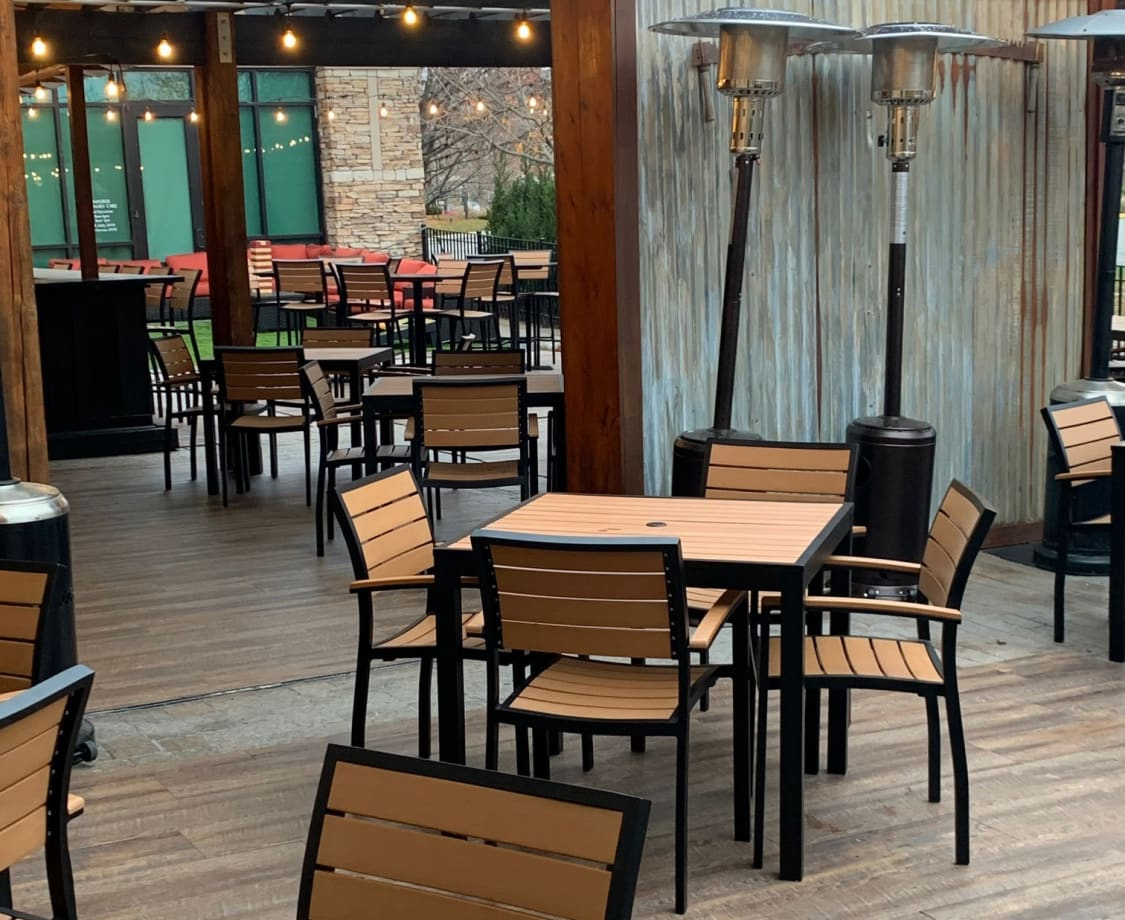restaurant patio chairs and tables